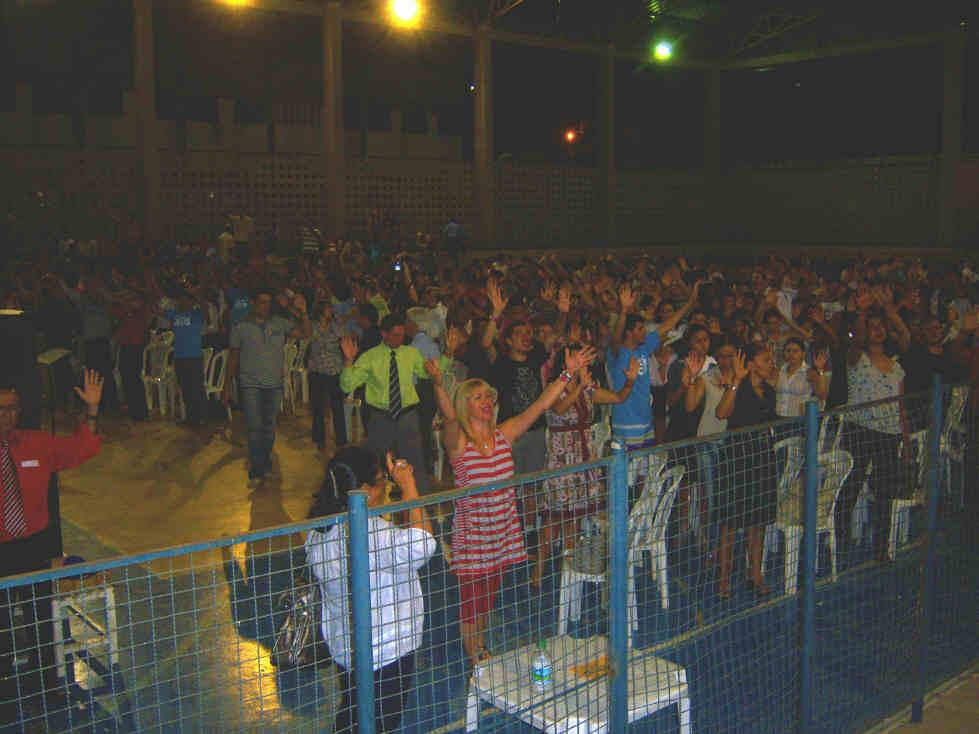 Crowd_in_Gym_on_Sat_Nite