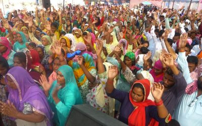 INDIA: Village chief with family comes to event to watch for fake healings when his own daughter's breast cyst disappears; over 800 accept Christ