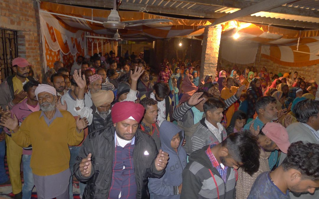 INDIA: Hundreds of Sikhs accept Christ at first gospel event in their village; over 100 MIRACULOUSLY HEALED and DELIVERED from demons